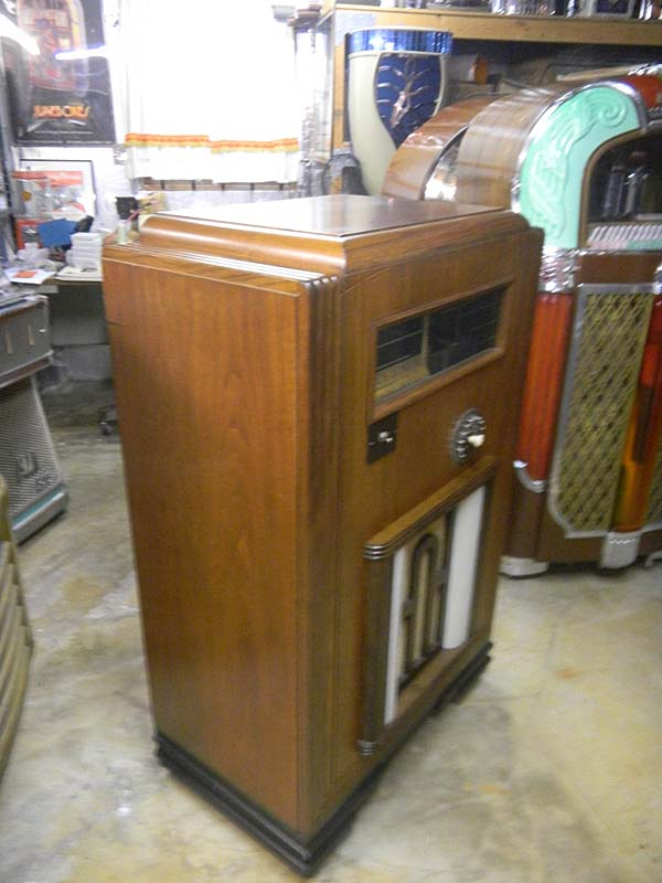 Gabel Realistic Jukebox Musikbox