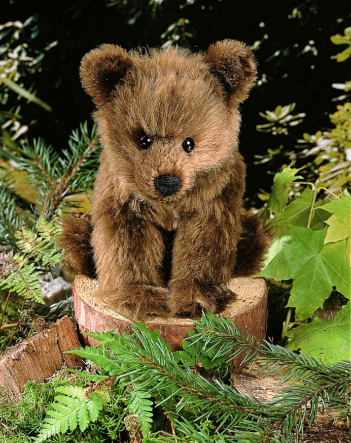 "Brown Bear ""Holly"", sitting"
