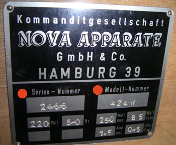 NOVA 424 Typenschild